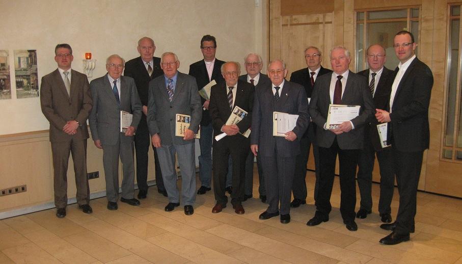 v.L.n.R: Gemeindeverbandsvorsitzender Ingo Plewa, B. Engering (50 Jahre); O. Harmeling (40 Jahre); Hubert Bestert (50 Jahre); Bernd Oing (25 Jahre); H. Nagel (50 Jahre); J. Brinkmann (40 Jahre); B. Funke (40 Jahre); W. Brömmelhaus ( 50 Jahre); W. Paß (25