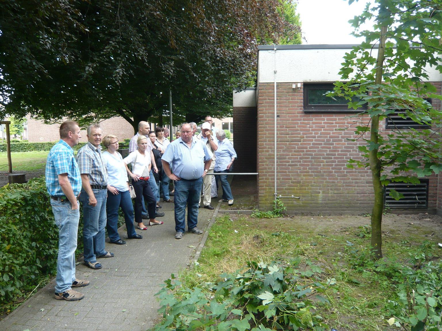 Im Rahmen eines Ortstermins informierte sich die CDU-Fraktion über das Bauprogramm an der Oedinger Turnhalle