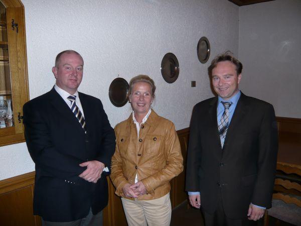 Gaben das Startsignal für den beginnenden CDU- Kommunalwahlkampf in Südlohn: Vorsitzender Christian Vedder, Ehrenvorsitzende Annette Bonse-Geuking und Landratskandidat Dr. Kai Zwicker (v. links nach rechts)