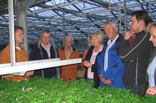 Auf dem Rundgang durch den Gartenbaubetrieb informierten die Mitinhaber Bernd und Wilhelm Westhoff die CDU-Mitglieder über das international tätige Unternehmen
